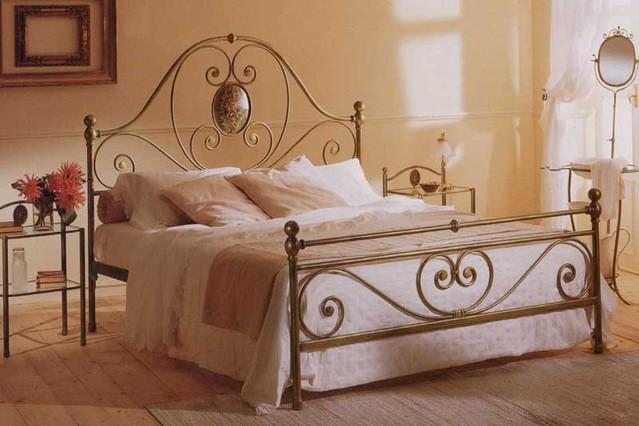 Letto iris matrimoniale vendita on line di letti in for Letti a castello in ferro battuto