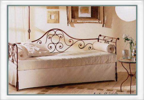 Divano Camelia con imbottiture - Vendita on line di letti in ferro ...